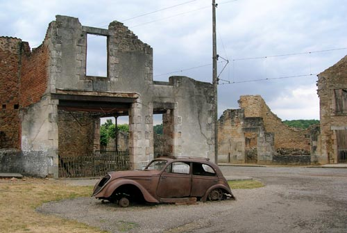 6.Car in Oradour sur Glan